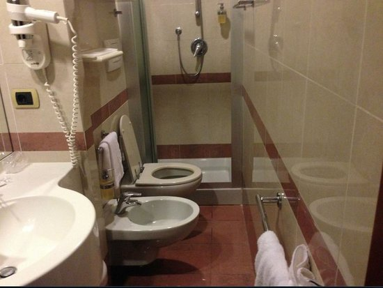 Mokinba Hotel Baviera: The world's narrowest bathroom