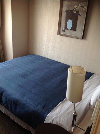 Hotel Route Inn Tokuyama Ekimae: 清潔感あり寝心地よいベッドです