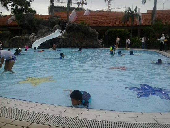 Poolside Big And Clean Picture Of Aloha Loyang Singapore Tripadvisor