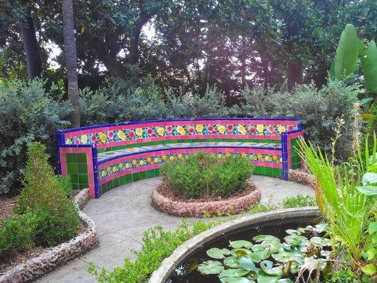 Jardins Fontana Rossa : BANC AVEC MOSAÏQUES RESTAURÉES