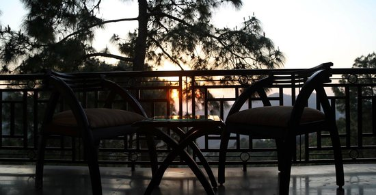 Blossom Resort: Sunset view in side room
