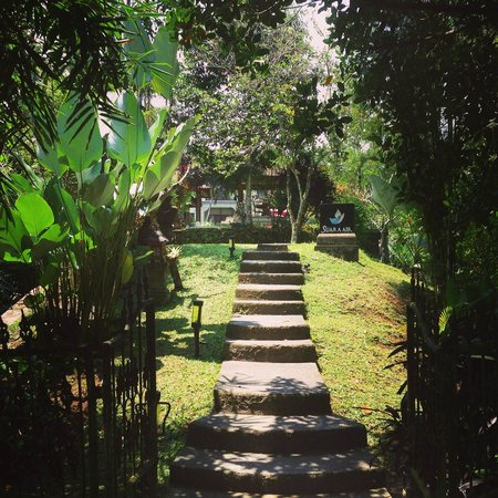 Suara Air Luxury Villa Ubud: Entrance