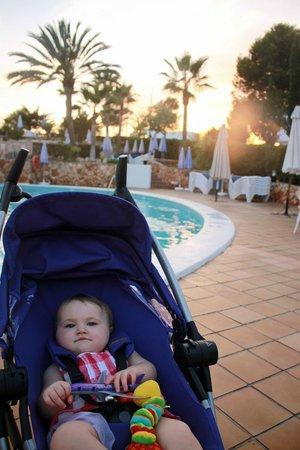 Gavimar La Mirada Club Resort: poolside