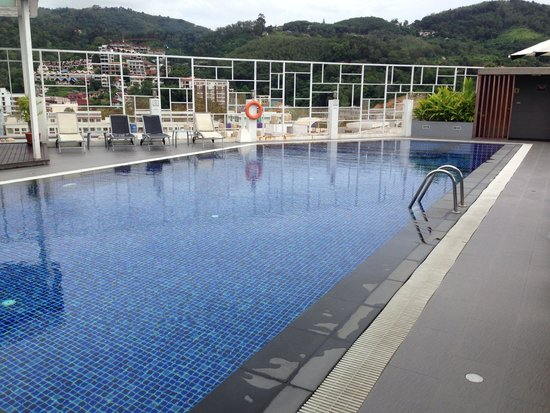 The ASHLEE Heights Patong Hotel & Suites : The pool