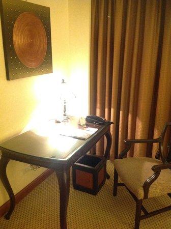 The Sukosol: テーブルは少し狭いです