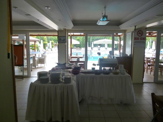 Opus Apart Hotel: The buffet breakfast