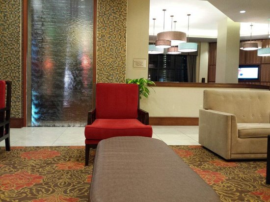 Ramada Plaza Resort and Suites Orlando International Drive: Lobby