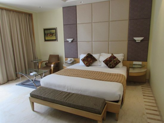Ascot Hotel : bed 102