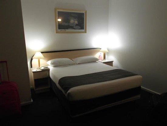 Adelaide Riviera Hotel: Room 321