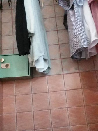 Torre Velha Hotel : your wardrobe