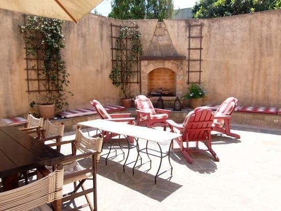 Zacosta Villa Hotel: beautiful courtyard