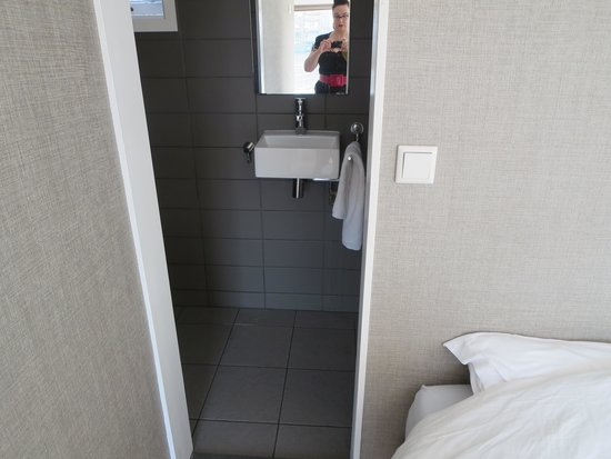 Houseboat Little Amstel : Deluxe bedroom & shower room
