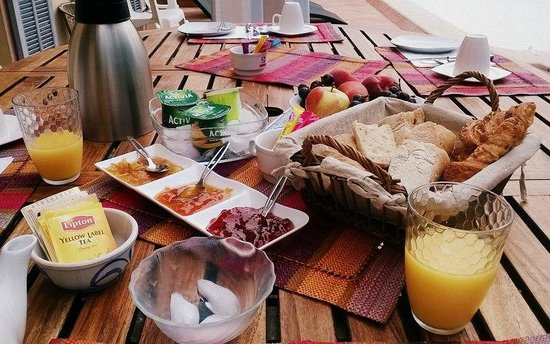 Les Pervenches: breakfast