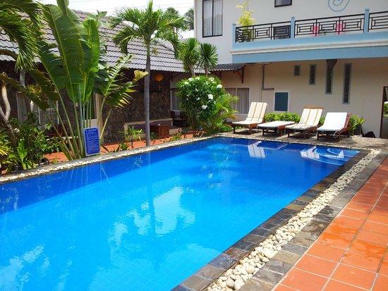 Xin Chao Hotel: Pool 2