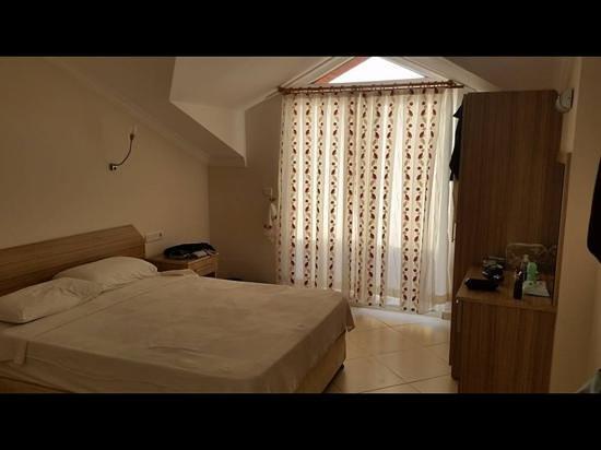 Gunes Hotel & Apartments: ATTIC MAIN BEDROOM