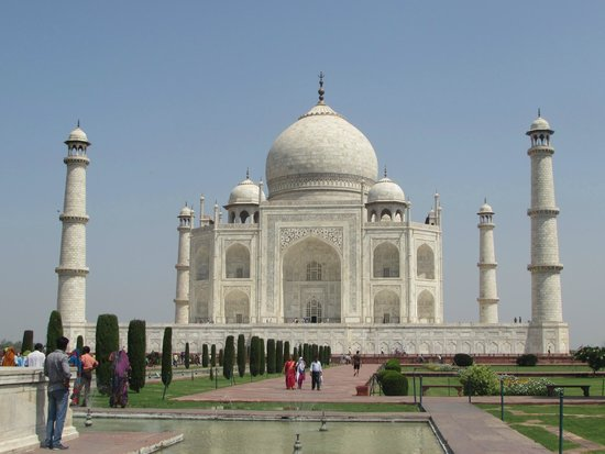 Sami World Travels: Front view of Taj Mahal.