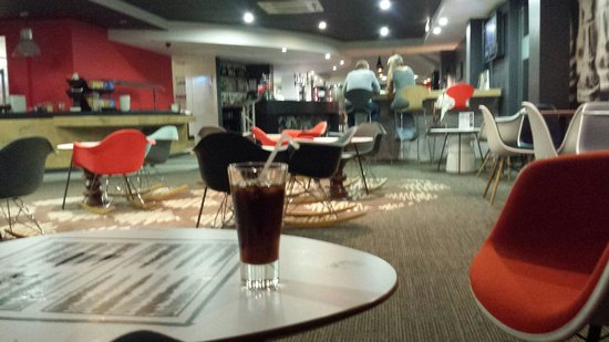 Ibis London Luton Airport : hotel lounge