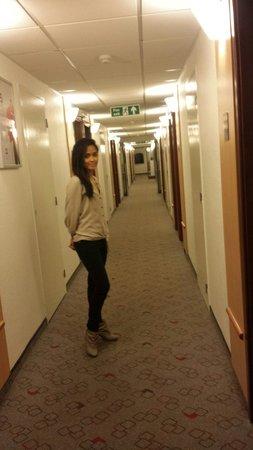 Ibis London Luton Airport: newly painted hotel corridor