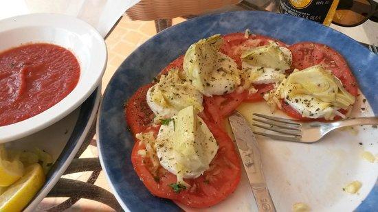 Feola's Italian Ristorante & Lounge: Mozzart salad - a must try!