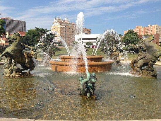 KC Fountains: J C Nichols Memorial Fountain