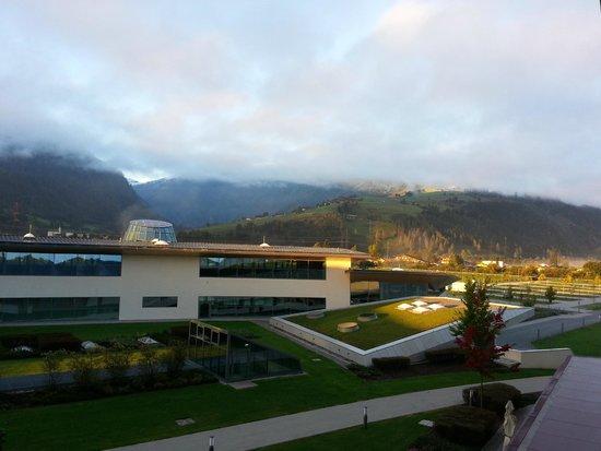 Tauern Spa Kaprun: Sonnenaufgang Blick vom Balkon Zimmer mit Tauernblick