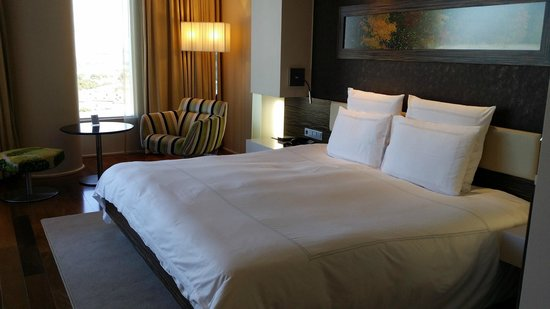 Swissotel Tallinn: Very huge and comfy bed
