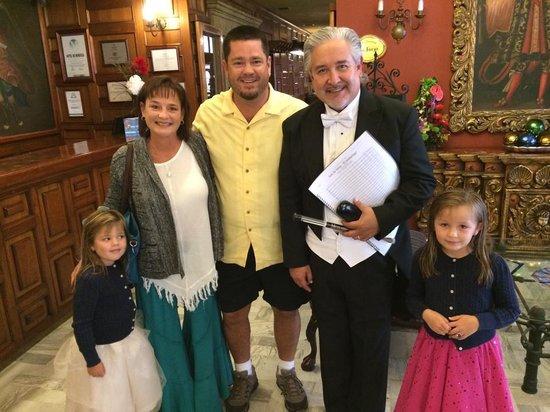 Hotel de Mendoza : Meeting Local Celebrities in the Hotel Lobby