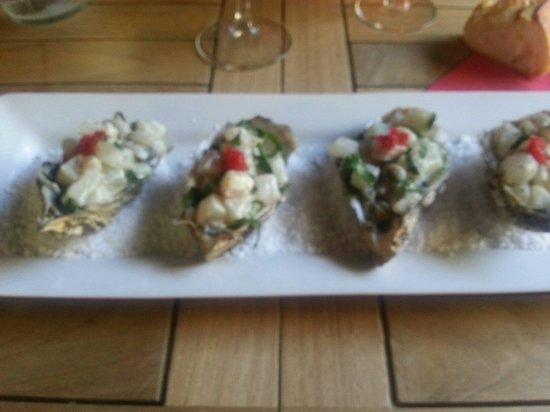 Le Petit Nice Sud : Tartare d huître et bar au basilic