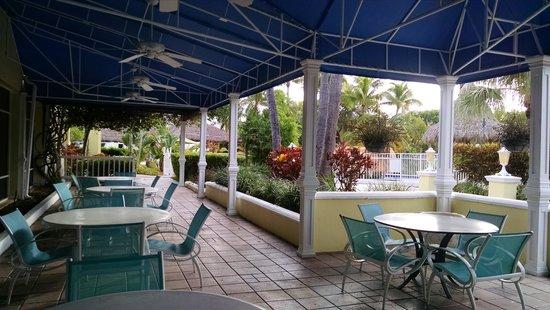 Holiday Inn Key Largo : Outside dining area