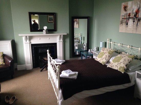 Portland House Bed & Breakfast: Room 2