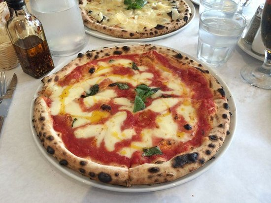 Sfizio Pizzeria & Wine Bar: 定番 マルゲリータ  Margherita