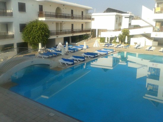 Sofianna Hotel Apartments: Swimming pool