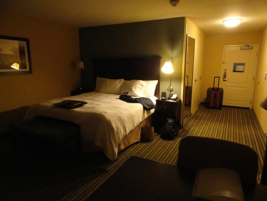 Hampton Inn & Suites Thousand Oaks: Enjoyed the bed's position