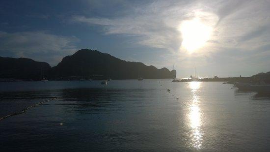 Baia Negra: Sun set on the beach