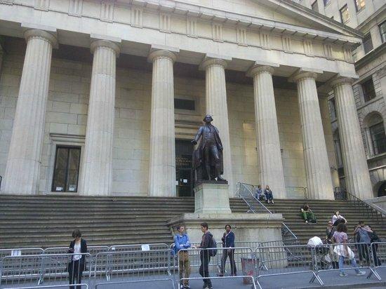 Federal Hall: entrance