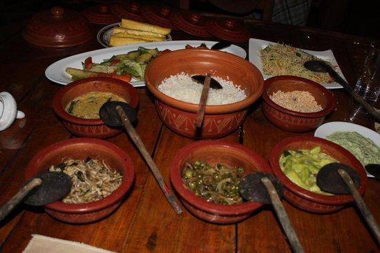 Pavarone Eco Lodge Sinharaja: Abendessen