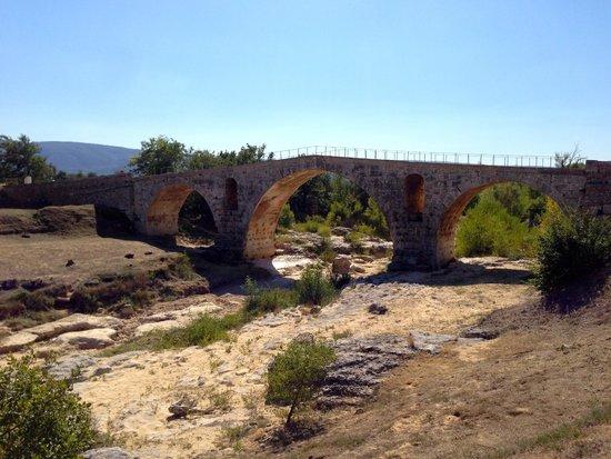 Le Pont Julien : Pont Julien