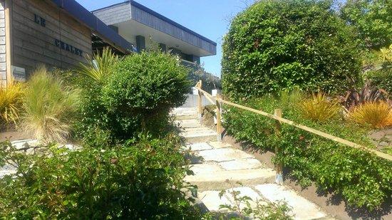 Hotel Restaurant Port Jacquet: En allant vers le jardin