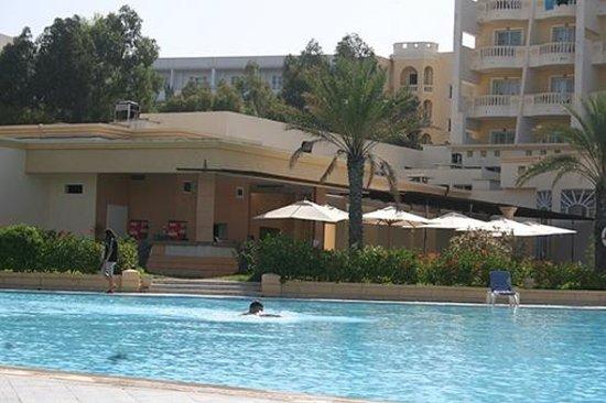 L'Atrium Hotel: Vue de la piscine