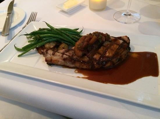 Ballard Inn Restaurant : pork chop with apple chutney