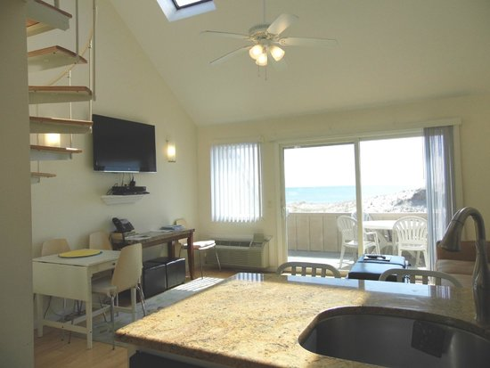 Windward Shores: Master Suite with Ocean View