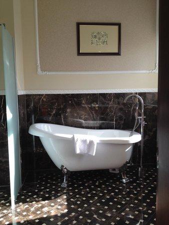 Hotel Sun : Great bathtub