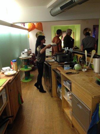 Bambus Take Away & Catering Service: Die Küche hat es in sich! Hier entsteht grosses.....