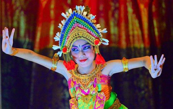 بوري باجوس كانديداسا فيلاز: The beautiful dancer of Puri Bagus