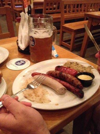 Hofbrau Beer Garden: The sausage platter and a wonderful beer!