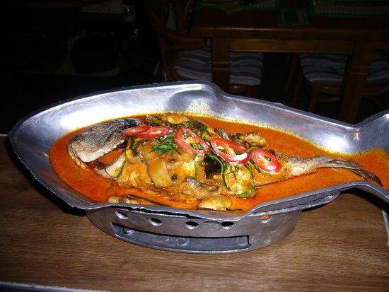 Green Papaya: Dorade in rode curry