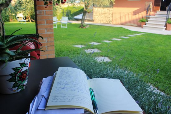 Violetta B&B: Taking a journalling break in the adorable backyard
