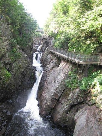 High Falls Gorge: High Falls walkway