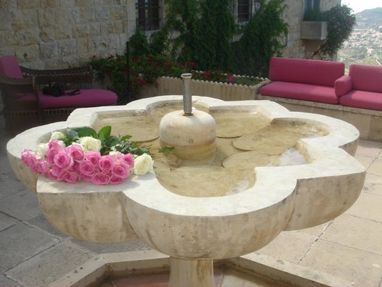 Mir Amin Palace Hotel: Fountain in our courtyard