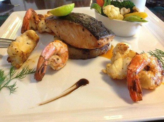 Semondu : My main course was this very nice seafood trio